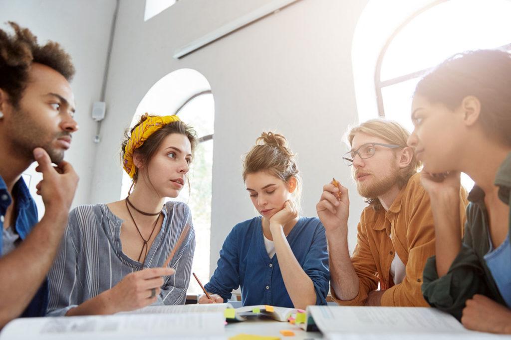 Debat Reflexion Jeunes Gens